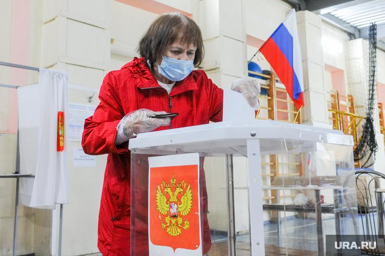 Избирательный участок по голосованию по поправкам в Конституции. Челябинск