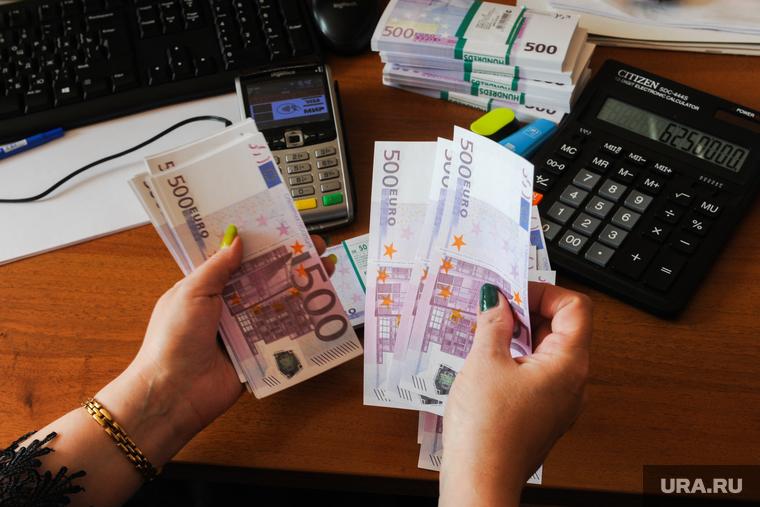 Новости кризиса 3 августа. Выплаты на детей хотят сделать ежемесячными, а пенсии повысят еще больше