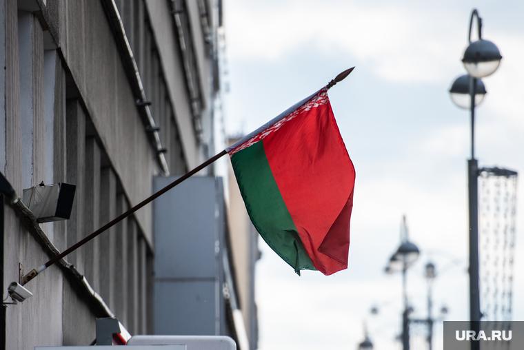 Протестующие в Беларуси начали строить баррикады