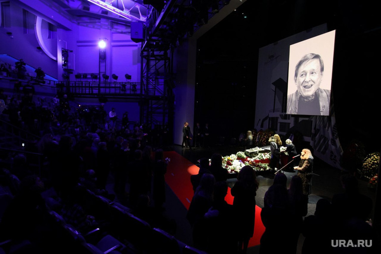 Прощание с народным артистом России Романом Виктюком в Театра Романа Виктюка. Москва