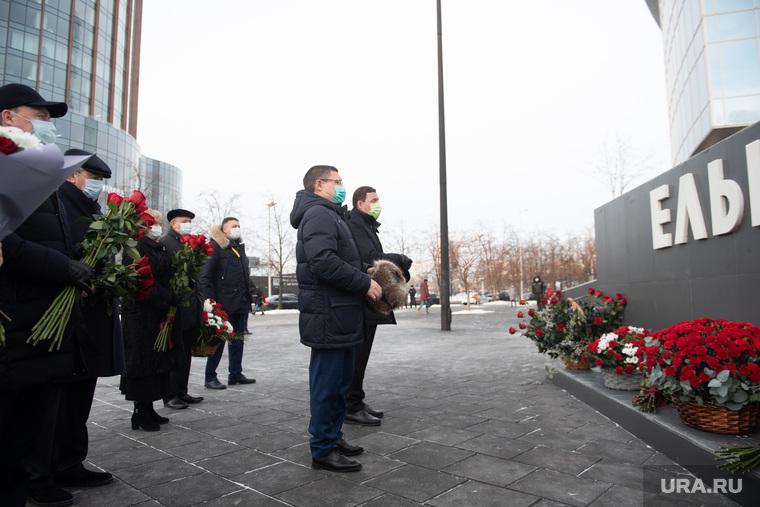 Возложение цветов к памятнику Б.Н. Ельцину. Екатеринбург