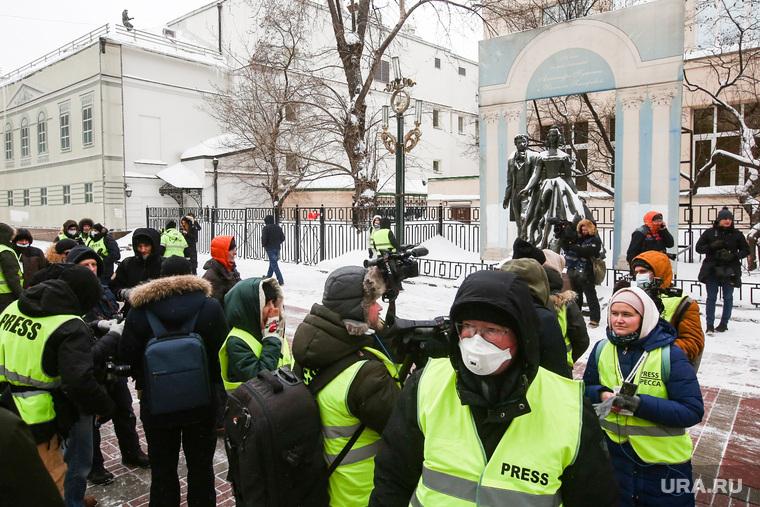 Несанкционированная акция «Цепь солидарности» вдоль улицы Старый Арбат. Москва