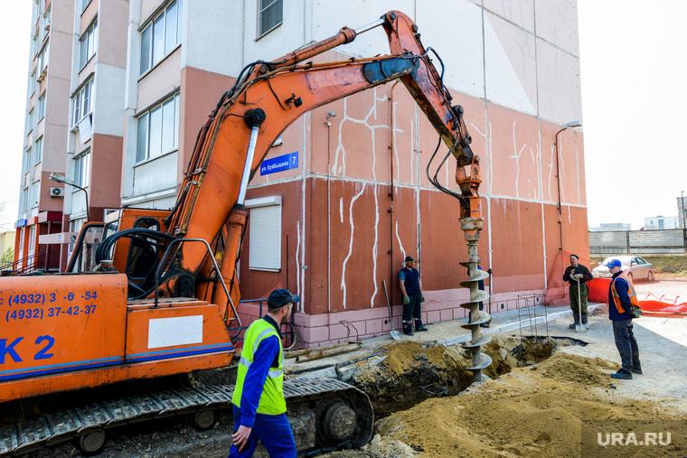 Провал дороги, авария канализационного коллектора. Челябинск