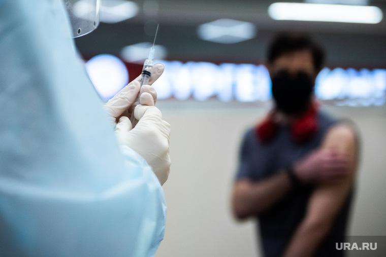 Первый в Свердловской области пункт вакцинации против COVID-19 на территории торгового центра. Екатеринбург