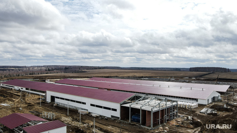 Строительства молочно-товарной фермы «Ударник», запуск которой запланирован на июнь 2021 года, вид сверху. Екатеринбург