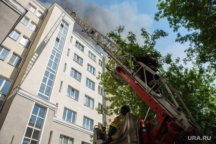 Пожар в многоэтажном жилом доме на улице Шейнкмана. Екатеринбург