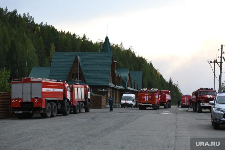 Горящий лес возле горы Волчиха. Свердловская область