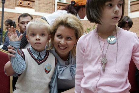 Первая леди провела выходные в обществе детей, моряков и подруги Путина