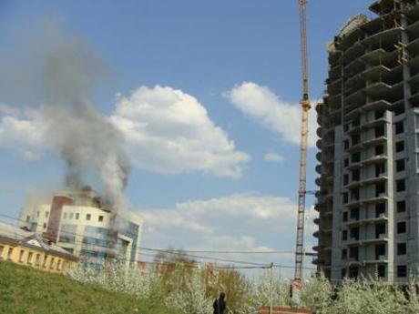 Пожарные потушили офисное здание в центре Екатеринбурга. Новые подробности ЧП