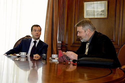 Медведев дал интервью оппозиционной газете, потому что она «никогда никому ничего не лизала». Выдержки – на заметку чиновникам