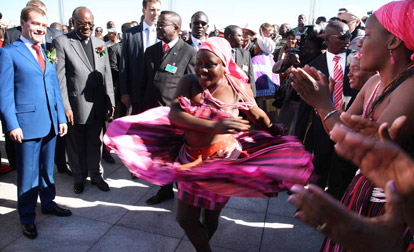 Медведев произвел фурор на пресс-конференции в Намибии. Президент признал, что ходит на брифинги подготовленным и едва не пустился в пляс