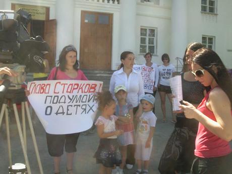 Акции протеста не прекращаются! Мамочки потребовали от мэра выполнить поручение Мишарина