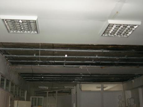 С началом учебного года. В Сургуте под напором воды обрушился потолок художественной школы. Родители: «Здание давно запущено!...»