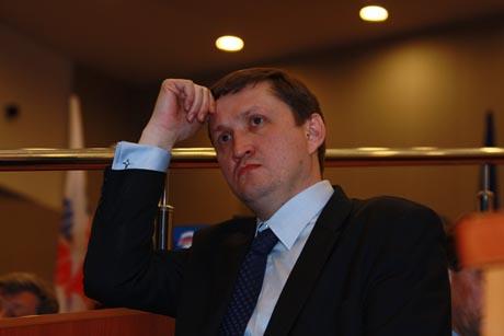 Свердловские единороссы дали старт предвыборной кампании. Партийцы пытаются добиться персональной ответственности Мишарина. Московский гость: «Опасно, если к выборам отнесутся формально»