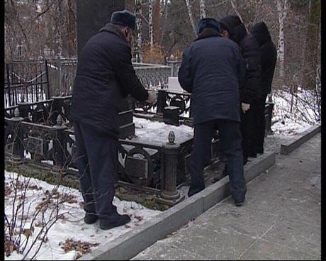 В Екатеринбурге на могиле знаменитого уральца найдены тела двух мужчин. Обстоятельства смерти покрыты мраком, за дело взялись следователи