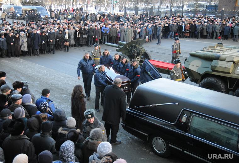 Похороны Петра Сумина. Челябинск, гроб, похороны, катафалк