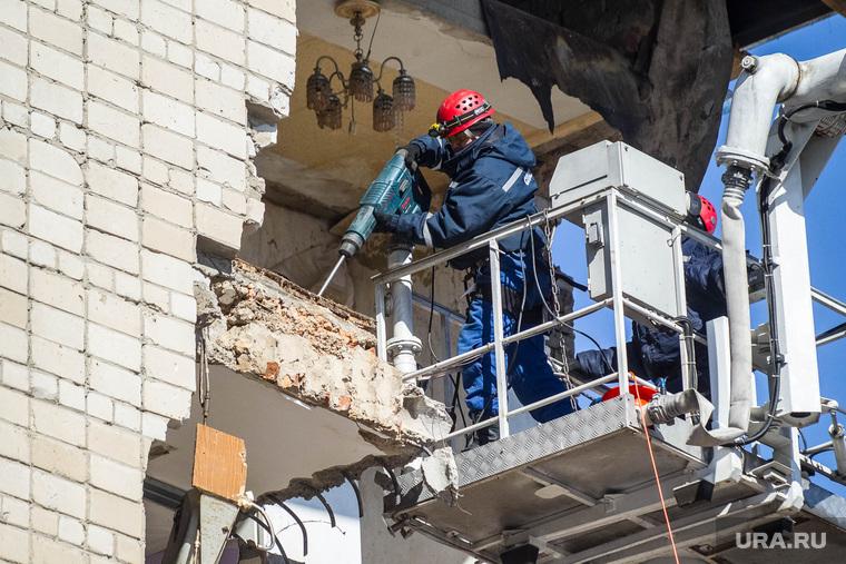 Обрушение дома на Харьковской, 52а. Работа спасателей. Тюмень, спасатели, обрушение дома