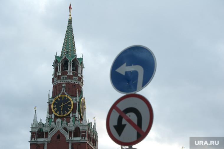 Клипарт по теме Административные здания. Москва, дорожные знаки, спасская башня, поворот, разворот запрещен, город москва, кремль