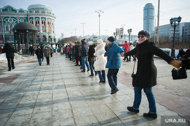 Акция протеста против строительства храма на воде. Екатеринбург, дом севастьянова, бц высоцкий, акция обними пруд