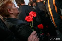 Вечер памяти жертв теракта в Питере, Манежная площадь. Москва, гвоздики, питер мы с тобой