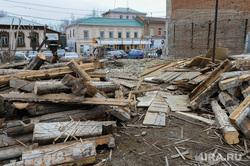 Снесенное историческое здание, деревянный дом усадьбы Назаровыхначала XX века. Челябинск, строительный мусор, снос, старое здание