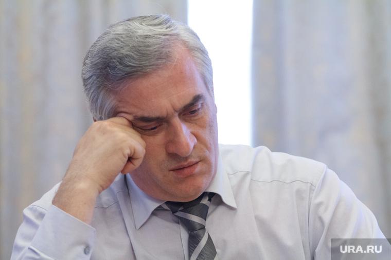 Интервью с Яковом Силиным. Екатеринбург, силин яков, задумчивость