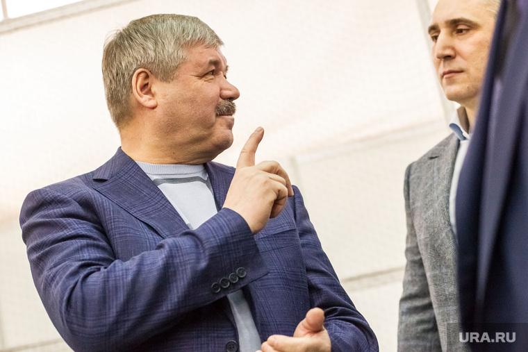 Сенатор Юрий Неелов на выставке своих голубей. Тюмень, неелов юрий