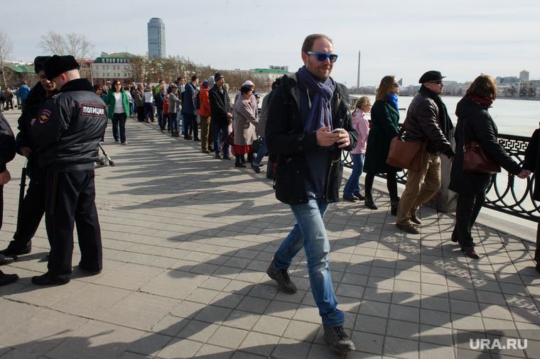 Акция Обнять пруд - 2. Екатеринбург, москвин дмитрий, набережная городского пруда, акция обними пруд