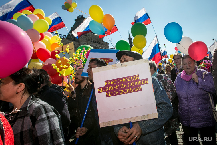 Первомай в Москве. Москва, плакаты, красная площадь, демонстрация, первое мая