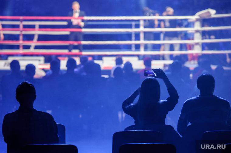 Турнир по профессиональному боксу Ратиборец в Нижнем Тагиле, бой, бокс, ринг, зрители, поединок, зрелище