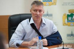Встреча мэра города Екатеринбурга с протестующими дальнобойщиками. Екатеринбург, ройзман евгений