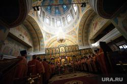 Пасхальный крестный ход в Екатеринбурге, свято троицкий кафедральный собор