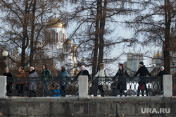 Акция протеста против строительства храма на воде. Екатеринбург, храм на крови, акция обними пруд