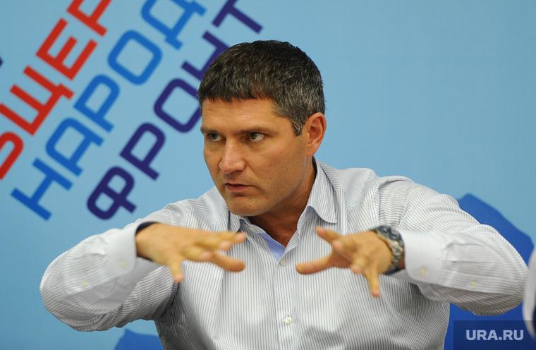 Лидер южноуральского ОНФ нарушил федеральный запрет.  Он рискнул последней должностью, чтобы вмешаться в конфликт группировок экс-губернаторов