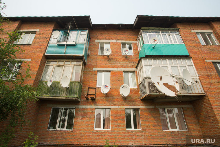 Локосово. Сургутский район, балконы, спутниковая тарелка