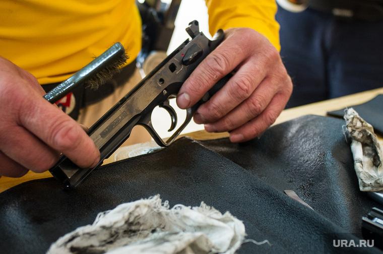 Практическая стрельба из пистолета. Екатеринбург, пистолет, уход, чистка оружия, разбор оружия