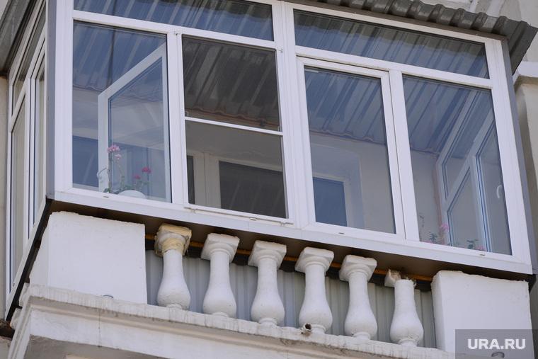 Дом с проблемными балконами. Челябинск., балкон, герань