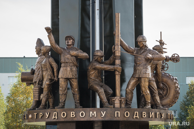 Открытие памятника нефтяникам. Сургут, памятник нефтяникам