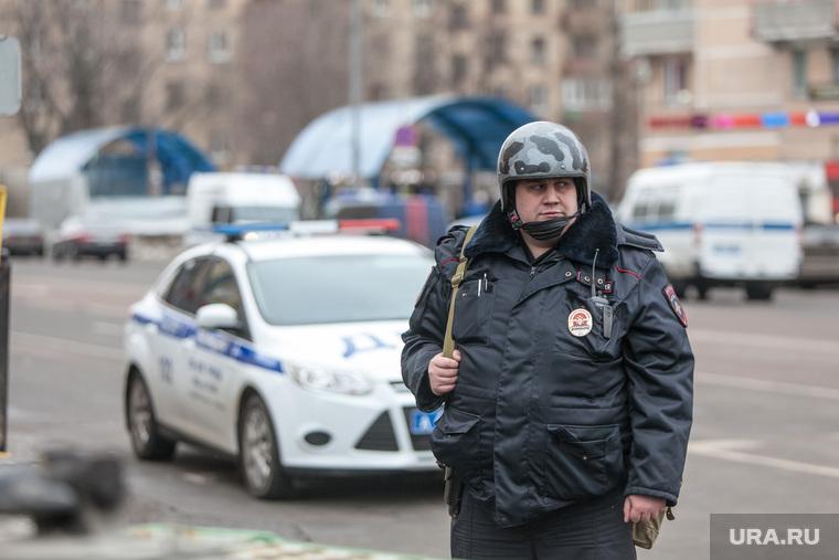 ЧП на Октябрьском Поле. Москва, полицейский, перекрытие дороги, октябрьское поле, оцепление