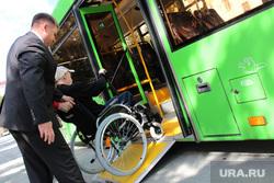 Презентация низкопольногоавтобусаКурган, инвалид, инвалид-колясочник, низкопольный автобус