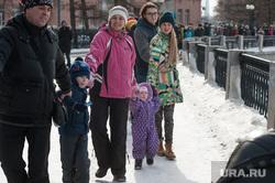 Акция протеста против строительства храма на воде. Екатеринбург, акция обними пруд