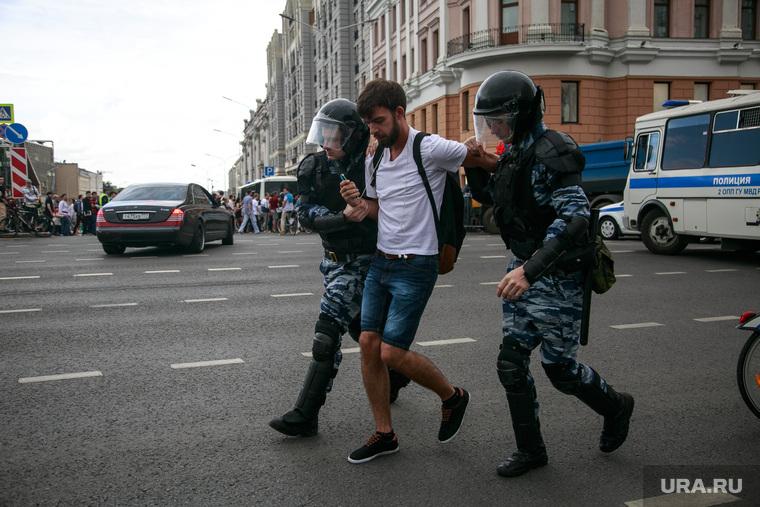 Несанкционированный митинг на Тверской улице. Москва, протестующие, митинг, автозаки, задержание
