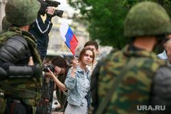Несанкционированный митинг на Тверской улице. Москва, девушка, солдаты, триколор, флаг россии