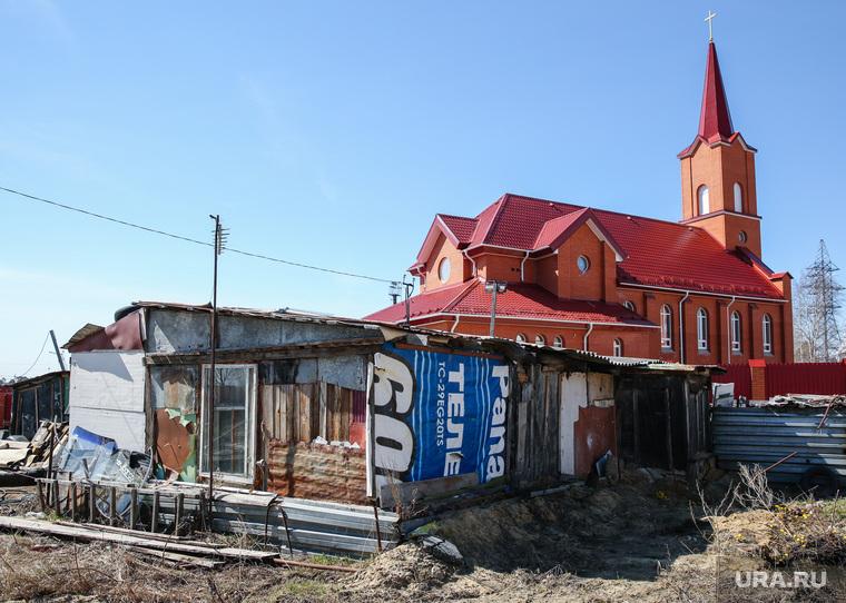 Балки - временное жилье построенное в советское время. Сургут, временное жилье, балок, католический костел, поселок ЦКПРС