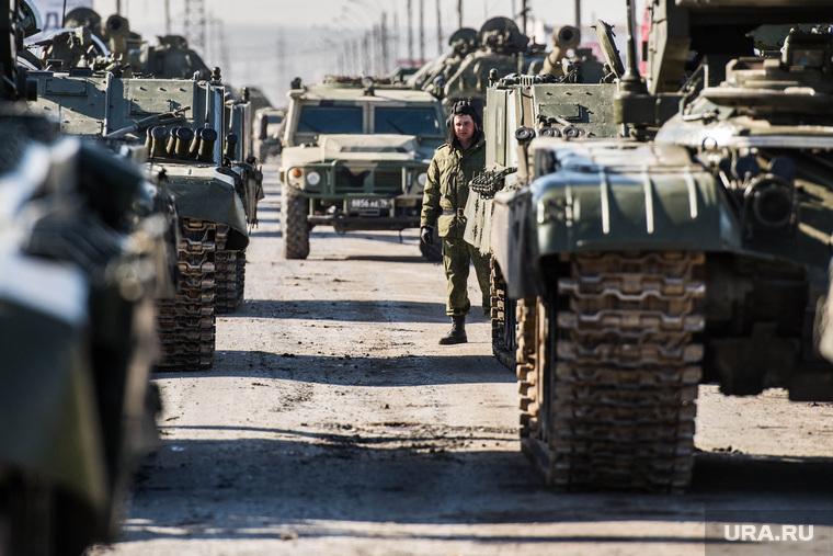 Первая репетиция юбилейного Парада Победы в Екатеринбурге на 2-ой Новосибирской, военная техника, военные, репетиция, армия россии, солад