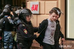 Несанкционированный митинг на Тверской улице. Москва, протестующие, автозаки, задержания, полиция, несанкционированный митинг