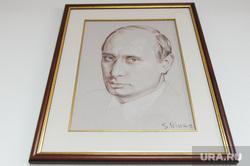 Глава Челябинска Евгений Тефтелев повесил портрет Владимира Путина, написанный Никасом Сафроновым, в своем рабочем кабинете. Челябинск, портрет путина
