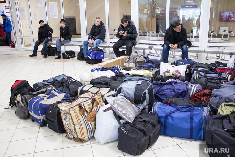 Аэропорт. Ханты-Мансийск, зал ожидания, сумки, задержка рейса