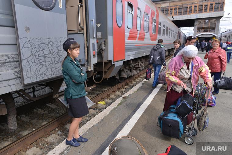 ЖД вокзал. Пассажиры. Перрон. Поезд. Вагон. Челябинск., вокзал, поезд, проводник, пассажиры
