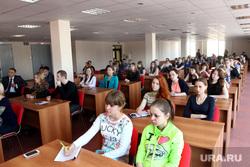 Встреча Сергея Лисовского со студентами КГУ. Курган, студенты